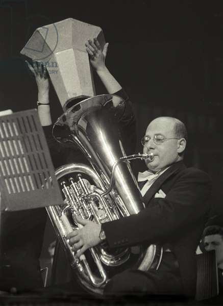 Gerard Hoffnung - portrait playing tuba (b/w photo)