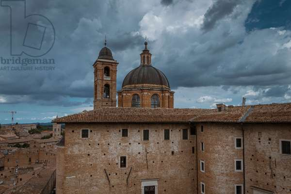 Palazzo Ducale, dome and bell tower of the Duomo, Urbino, Italy (photo)