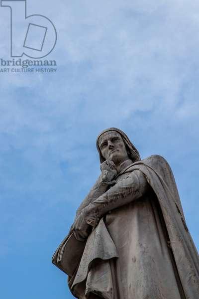 Piazza dei Signori, statue of Dante Alighieri, Verona, Italy (photo)