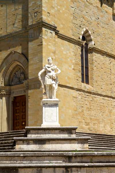 Monument Ferdinand I De' Medici and Cathedral of Saints Peter and Donato, Arezzo, Tuscany, Italy (photo)