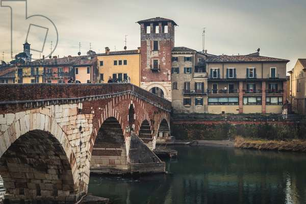 Stone bridge: Roman arch bridge, Verona, Italy (photo)
