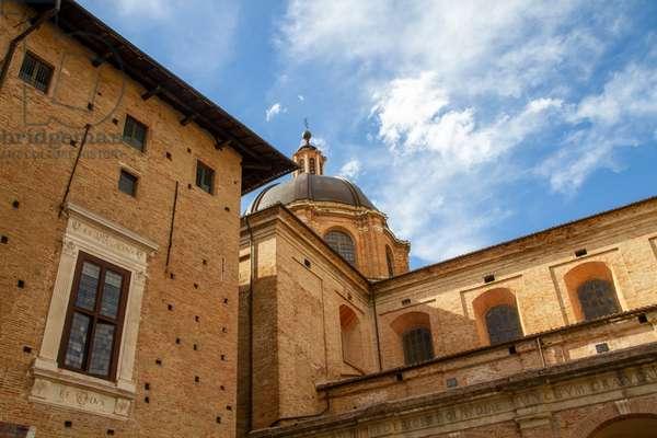 Palazzo Ducale and Duomo, Urbino, Italy (photo)