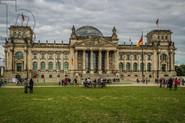 Reichstag Palace with glass dome, Berlin, Germany (photo)