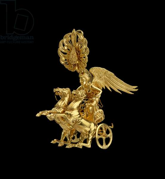 Earring with Nike driving a two-horse chariot, Late Classical or Early Hellenistic Period, c.350-325 BC (gold)