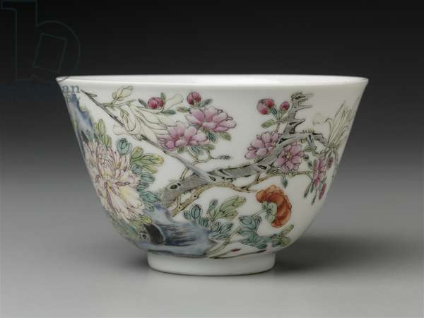 Bowl with overglaze enamel (fencai) decoration of flowers (porcelain)