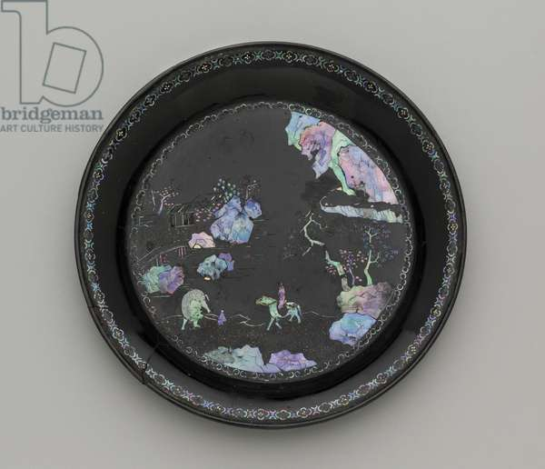 Circular dish, 18th - 19th century (lacquered wood, mother of pearl & gold foil inlay)