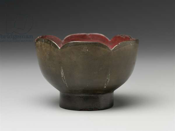 Foliate bowl, 12th century (lacquered wood)