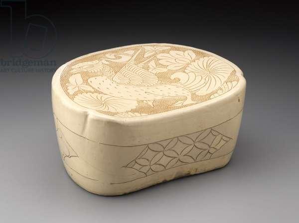 Kidney-shaped pillow (stoneware)