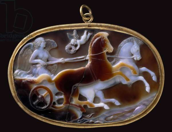 Victory driving a biga (chariot) approached by flying Eros holding a wreath, Imperial period, c.31 BC - 14 AD (sardonyx)