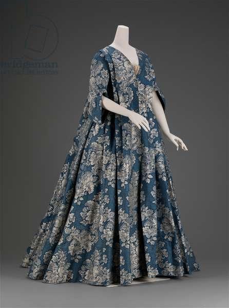 Dress and petticoat, c.1730 (silk lampas)
