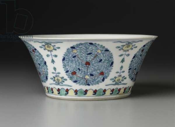 Bowl with doucai decoration of circular floral patterns (porcelain)