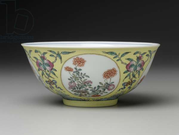 Bowl with blue-and-white interior decoration and famille rose (fencai) exterior decoration, 1820-50 (porcelain)