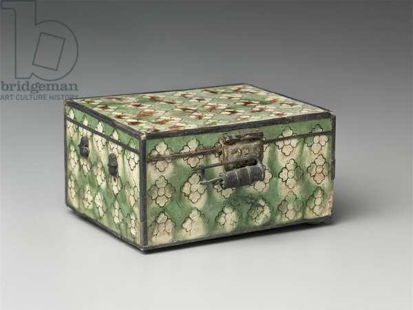 Miniature trunk with metal fittings (glazed earthenware & metal)