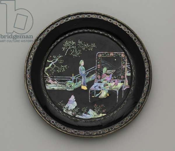 Circular dish (mother of pearl & lacquer)