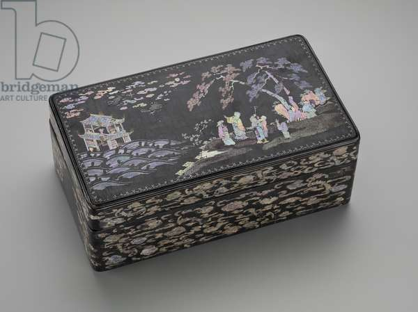 Rectangular box, mid 17th - 18th century (lacquer, mother of pearl & silver foil)