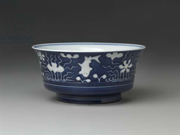 Bowl with blue-and-white decoration of fish amidst aquatic plants, 1722-35 (porcelain)
