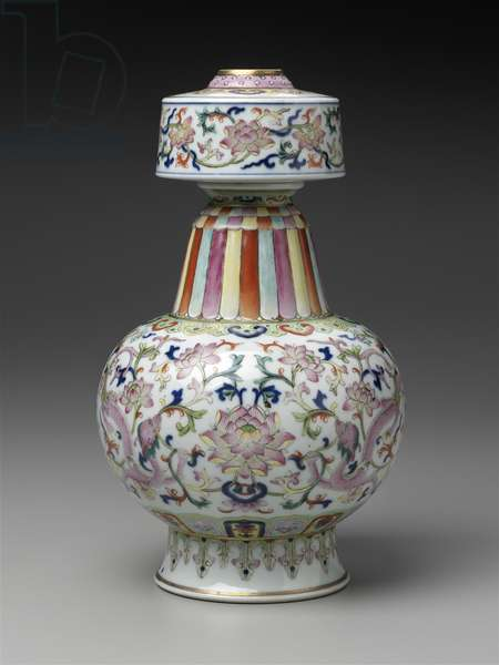Buddhist ritual vessel with underglaze blue and overglaze enamel decoration of dragons amidst lotus scrolls (porcelain)