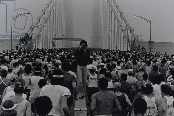 New York City Marathon, Verrazano Narrows Bridge, 1985 ( gelatin silver print)