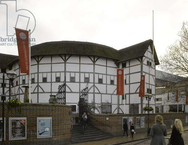 Shakespeare's Globe, Southwark, London, UK (photo)