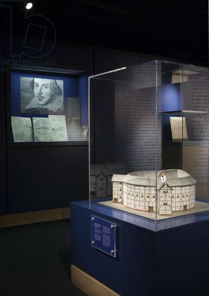 Model of the theatre and original etching of Shakespeare (photo)