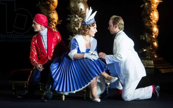 Quirijn de Lang as Mustafa, Ezgi Kutlu as Isabella the Italina Girl  and Luciano Botelho as Lindoro performing in L'Italiana in Algeri at Garsington Opera