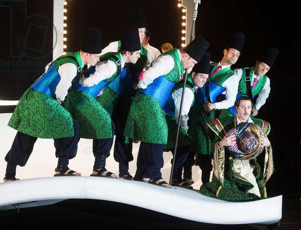 Ricardo Novaro as Taddeo performing in L'Italiana in Algeri at Garsington Opera