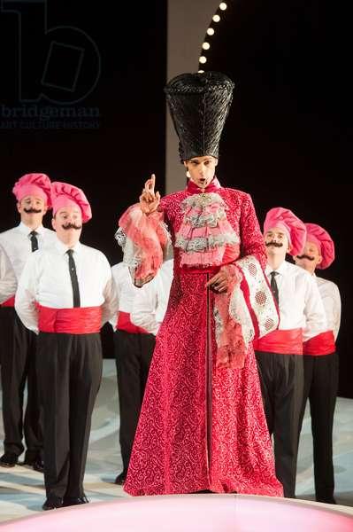 Quirijn de Lang as Mustafa performing in L'Italiana in Algeri at Garsington Opera