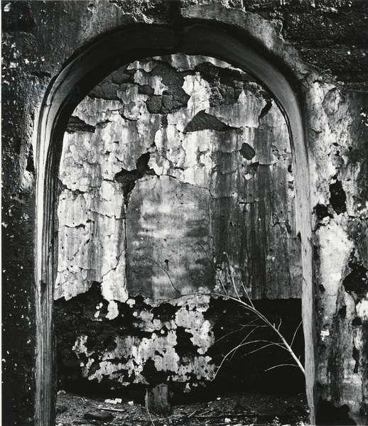 Archway, Mexico, 1969 (silver gelatin print)