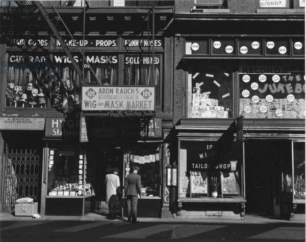 Storefront, New York, 1943 (silver gelatin print)