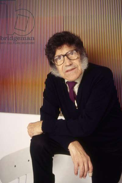 Carlos Cruz-Diez in front of a Physichromie in his Parisian studio, 1994