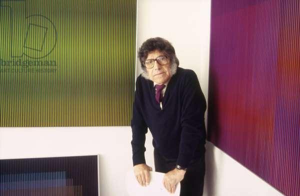 Carlos Cruz-Diez in front of his Physichromies in his Parisian studio, 1994