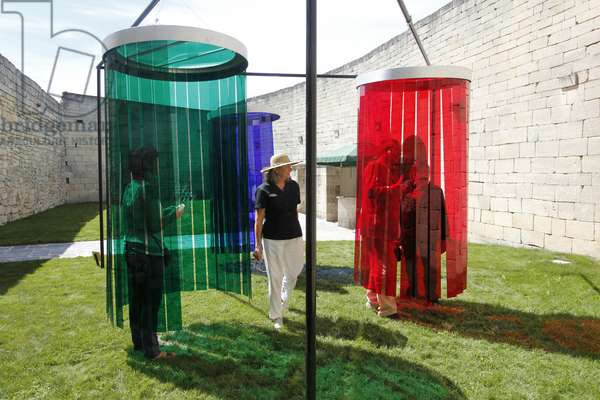 Douches d'Induction Chromatique, 1968 (colored plastic on a metal structure)