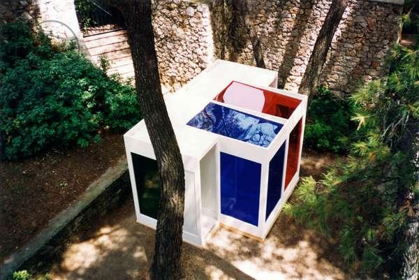 Cabines de Chromosaturation, 1965-1992 (four red, green, blue, orange coloured plexiglass and wood chromo-cubicles)