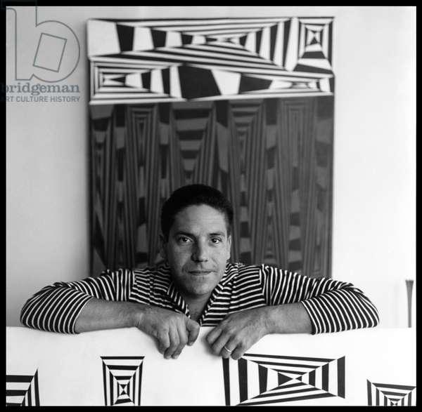 Carlos Cruz-Diez with his artworks Construcción en Negro-Blanco-Rojo and Construcción en el Espacio, workshop of Las Mercedes district, Caracas, Venezuela, 1958 (photo)