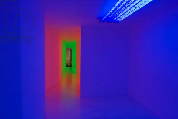 Cámara de Cromosaturación, 1965-2004 (chromatic environment composed of fluorescent tubes with red, green and blue coloured filters)