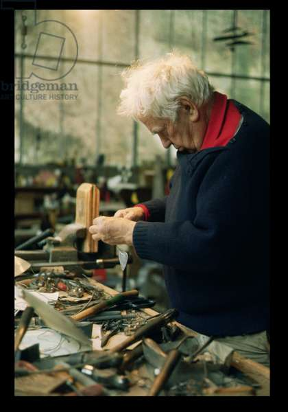 Alexander Calder (1898-1976) working on a model for a Bank in Wichita, USA (photo)