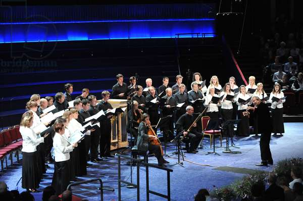 Monteverdi choir singing Bach at BBC Prom 17 (photo)