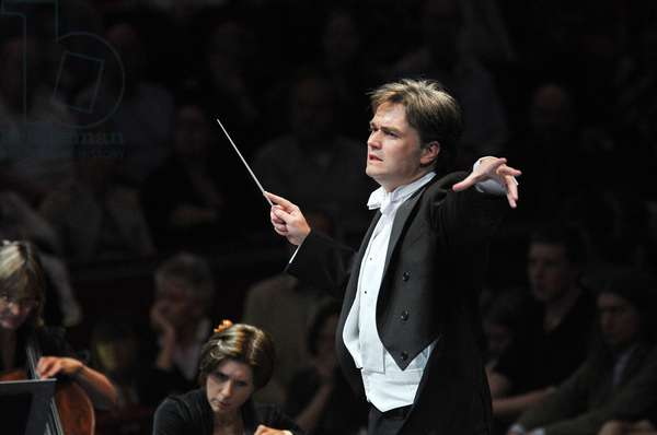 Edward Gardner conducting the BBC Symphony Orchestra, Prom 42 (photo)