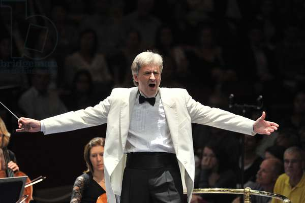 Thomas Dausgaard Conducting the BBC Symphony Orchestra (photo)