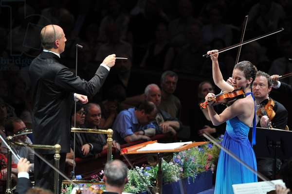 Hilary Hahn & Paavo Järvi in BBC Proms 2010, Prom 14. (photo)