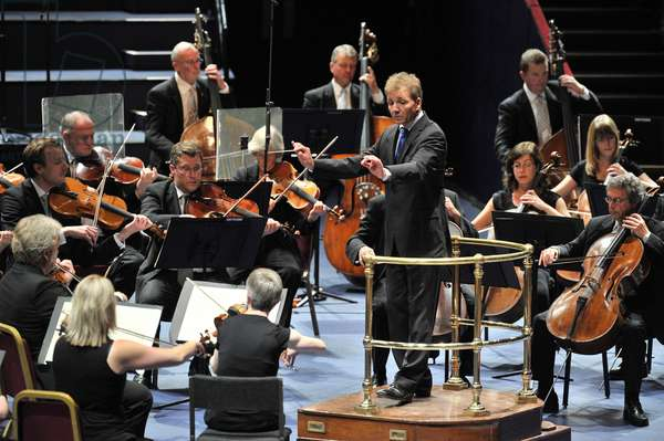Thierry Fischer conducting the BBC National Orchestra of Wales (photo)