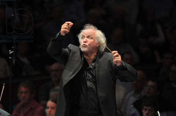 Donald Runnicles conducting the BBC Scottish Symphony Orchestra (photo)