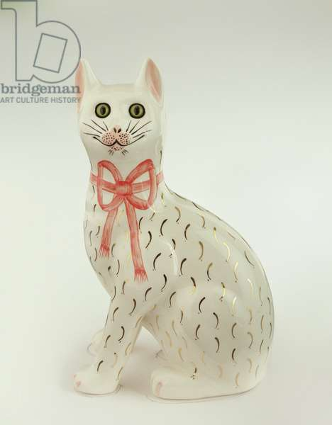 Porcelain Wemyss Ware cat with a bow, early 20th century (glazed ceramic)