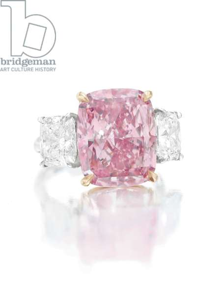 Coloured diamond ring (photo)