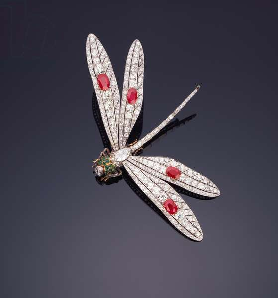 A fine gem-set dragonfly brooch, c.1920 (diamond, emerald, ruby)