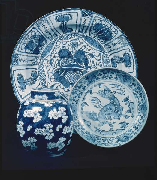 Kraak porcelain serving dish, Wan Li period (1573-1619); provincial dish, early 16th century; blue and white porcelain ginger jar, K'ang Hsi period (1662-1722)
