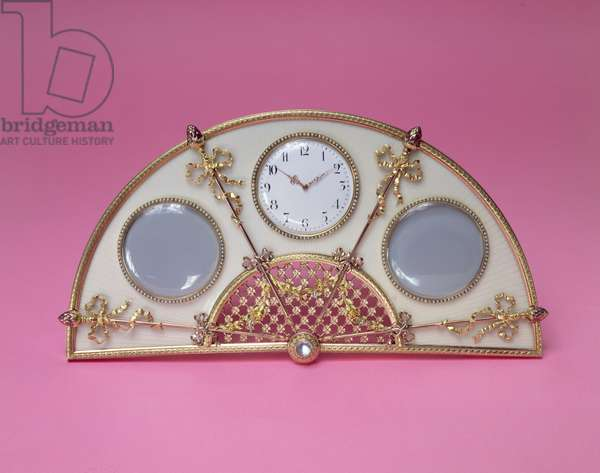 Table clock and photograph frame, silver-gilt and enamel, by Michael Perchin (1899-1908)