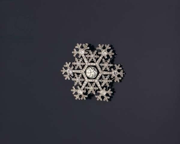 Snowflake brooch by Faberge, c.1908-13 (diamond & platinum)