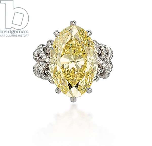 Ring (coloured diamond & platinum)
