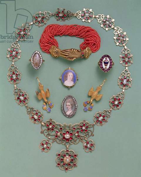 Jewellery; garnet necklace, coral bracelet and others